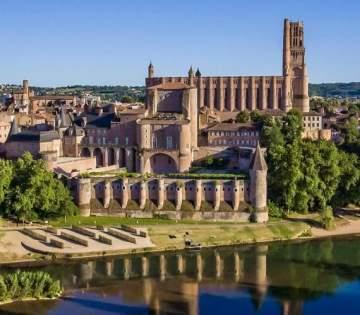 La plus grande cathédrale de briques du monde à Albi